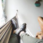 Jak zawiesić hamak w mieszkaniu?