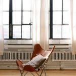 Regulowanie grzejnika w mieszkaniu