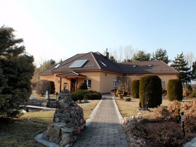 Dom na sprzedaż Wisznia Mała - 1
